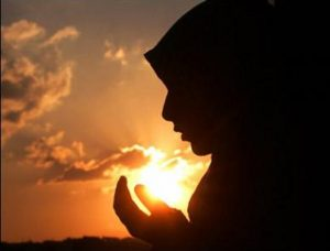 muslim-girl-praying