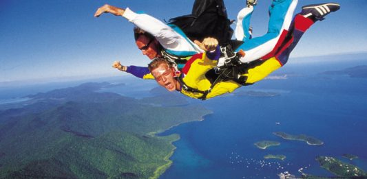 sky-diving-shute-harbour