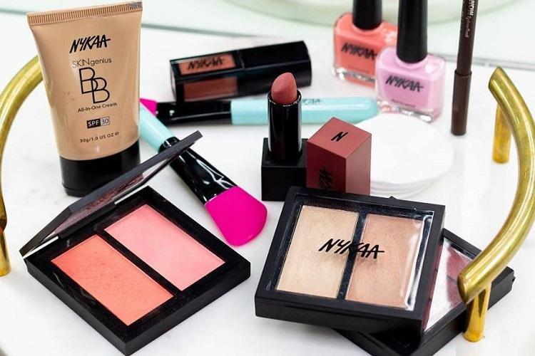Ten Best Fashion and makeup bloggers in India you need to follow