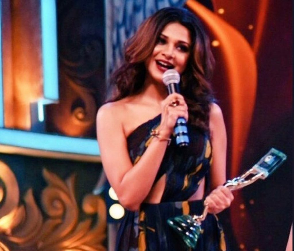 Jennifer Winget at Awards