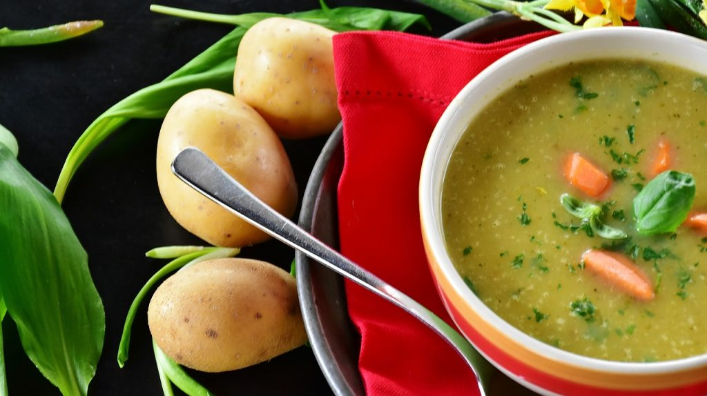 This image has an empty alt attribute; its file name is potato-soup-2152265_1280-1024x574.jpg