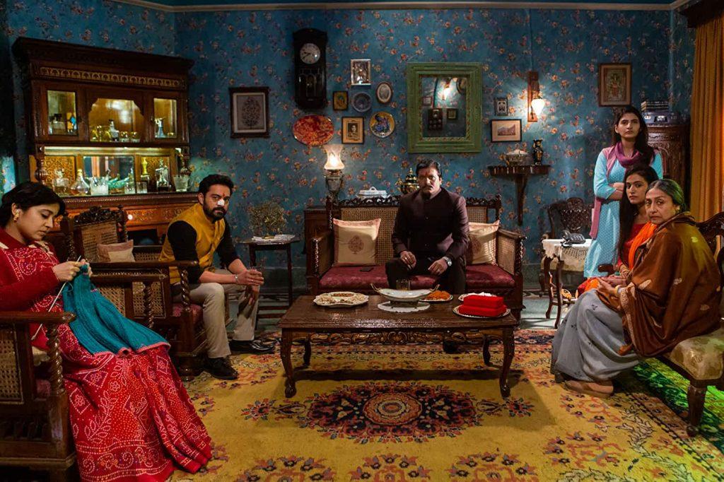 Full family Raat Akeli Hai