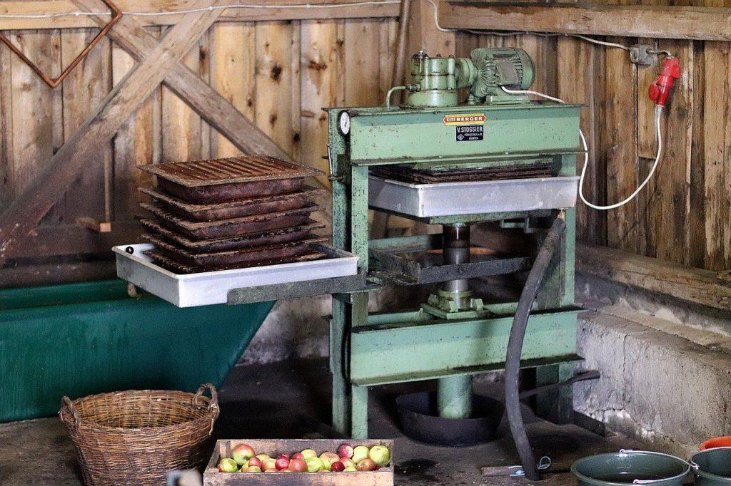 Manufacturing of apple cider vinegar