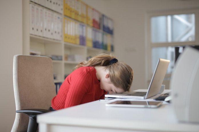 feeling sleepy after lunch break